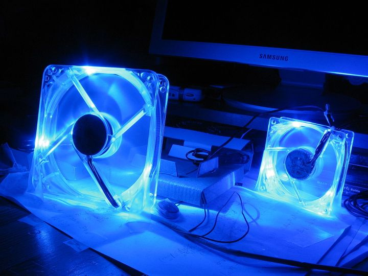 1280px-Thermaltake_led_fans.jpg